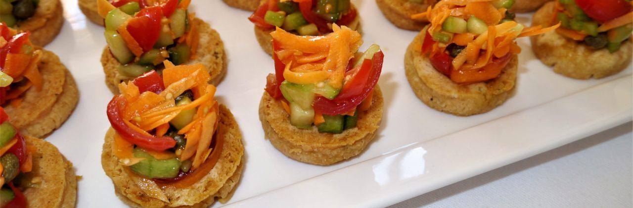 Petit tartare de légumes sur son sablé au parmesan