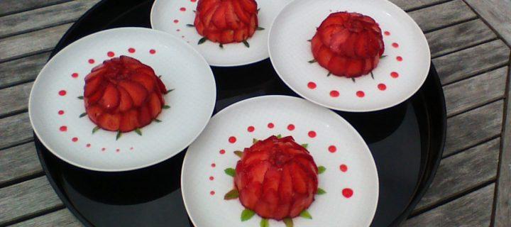 Fraises sur dôme mousse chocolat blanc et confit de fraises