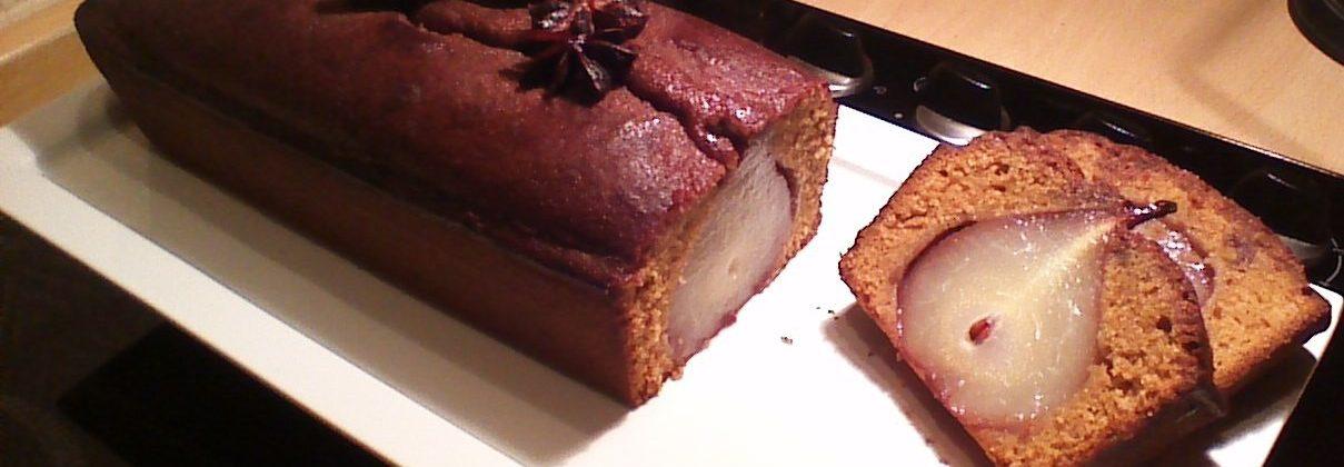 Cake aux poires pochées aux épices et au muscovado