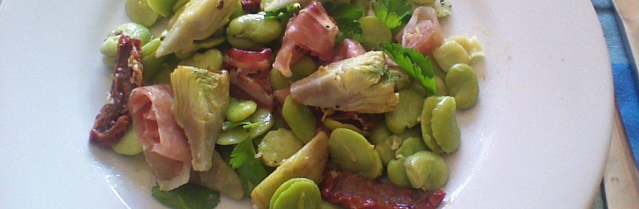 Salade fraîche de fèves aux coeurs d'artichauts et tomates confites